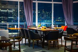 A restaurant or other place to eat at Bay Hotel Ho Chi Minh
