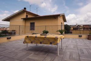 Balcone o terrazza di Florence Shabby Chic Home