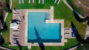 Uitzicht op het zwembad bij B Bou Hotel Cortijo Bravo of in de buurt