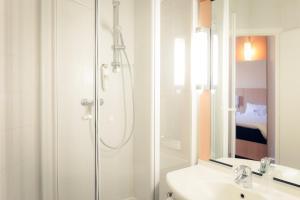 A bathroom at ibis Grenoble Gare