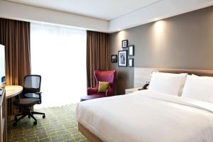 A bed or beds in a room at Hampton By Hilton Dortmund Phoenix See