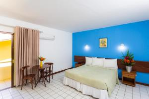 A bed or beds in a room at Sunshine Praia Hotel