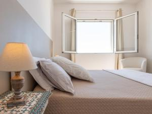 A bed or beds in a room at Panoramic Studio Carloforte