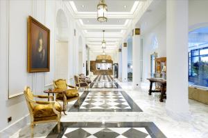The lobby or reception area at Eurostars Hotel Real