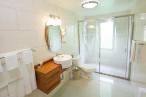 A bathroom at Simpson Bay Suites