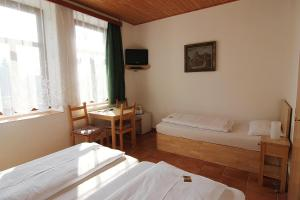 A bed or beds in a room at Hotel Kreta