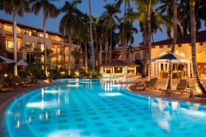 ヒルトン プエルトバジャルタリゾート オールインクルーシブの敷地内または近くにあるプール