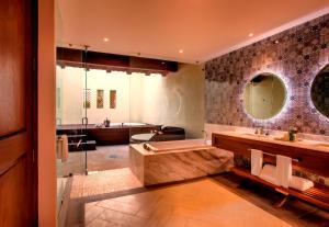 ヒルトン プエルトバジャルタリゾート オールインクルーシブにあるバスルーム
