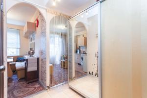 Ванная комната в Apartments at Aprelskaya 5