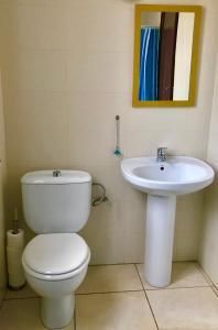 A bathroom at Hostal Atlanta