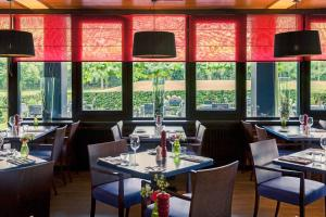 A restaurant or other place to eat at Mercure Hotel Zwolle