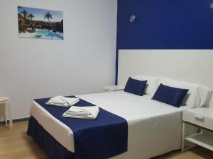 A bed or beds in a room at Hostal San Gines