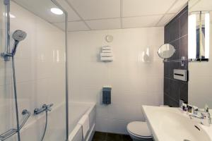 A bathroom at Mercure Hotel Zwolle