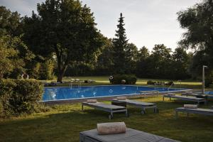 The swimming pool at or near Kempinski Hotel Frankfurt Gravenbruch