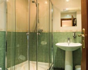 A bathroom at Fernhill Bed and Breakfast