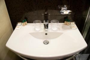 A bathroom at RiverSide- Restaurant, Hotel, Beach