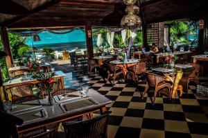 A restaurant or other place to eat at Pousada Morro dos Navegantes