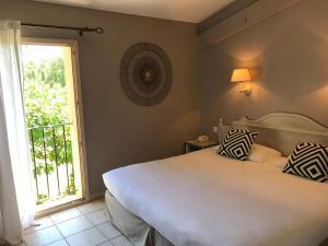 A bed or beds in a room at Mas De La Senancole