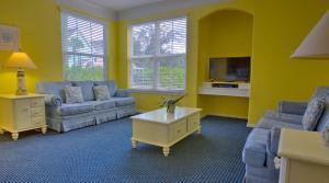 A seating area at Runaway Beach Resort by Magical Memories -Disney Area