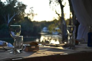 A restaurant or other place to eat at Tindarra Resort