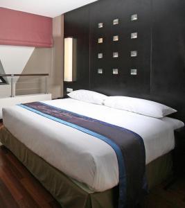 Cama ou camas em um quarto em Hotel Tahiti Nui