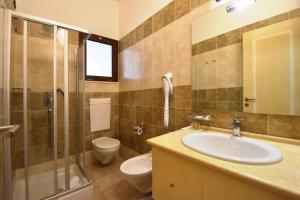 A bathroom at Hotel Ristorante Il Vascello