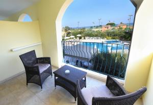 A balcony or terrace at Hotel Ristorante Il Vascello