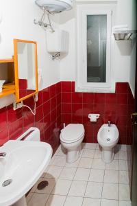 A bathroom at Belvedere Monte Leano