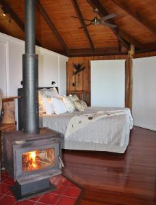 A bed or beds in a room at Mt Quincan Crater Retreat