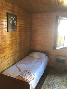 A bed or beds in a room at Guest House Darina