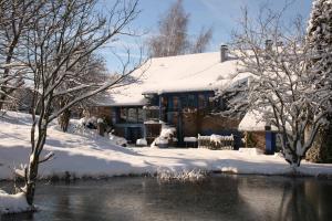 Chambres d'hôtes La ferme de Marion during the winter