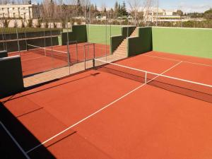 Tennis and/or squash facilities at Eurostars Zarzuela Park or nearby