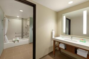 A bathroom at Hyatt Place Page Lake Powell