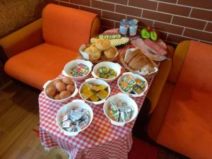 Breakfast options available to guests at Apartmány Horalka