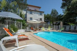 The swimming pool at or close to Le Thimothée : Hôtel & Studios