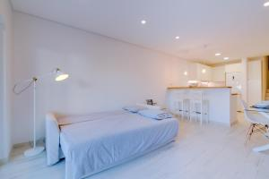 A bed or beds in a room at Villa V1 Vale do Lobo Beach