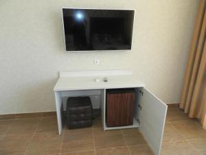 Телевизор и/или развлекательный центр в Guest House Larisa