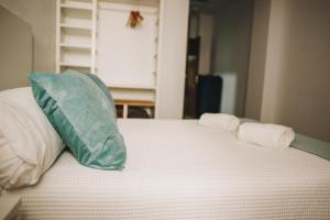 A bed or beds in a room at Hotel Nuro