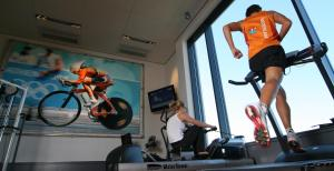 The fitness centre and/or fitness facilities at Hotel Van der Valk Maastricht
