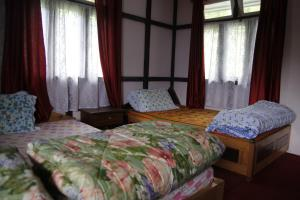 A bed or beds in a room at Vamoose Hitaishi