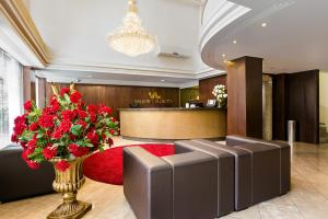 The lobby or reception area at Hotel e Flat Valentini Di Lucca
