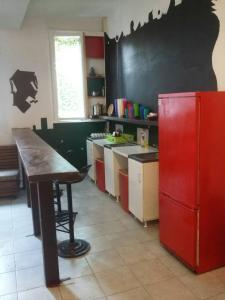 A kitchen or kitchenette at Yolo Savamala