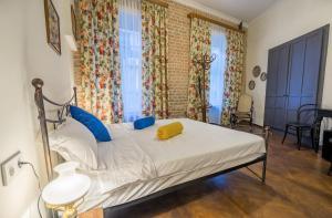 Кровать или кровати в номере Doors Meidan Design Hotel