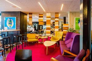 The lounge or bar area at BreakFree on Cashel