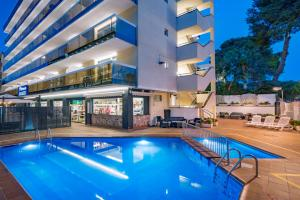 Het zwembad bij of vlak bij Aparthotel Marinada