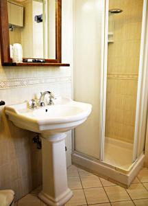 A bathroom at Tenuta Del Massimo Feudo