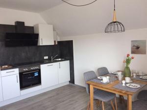 A kitchen or kitchenette at Ferienwohnungen Ahr-Allee