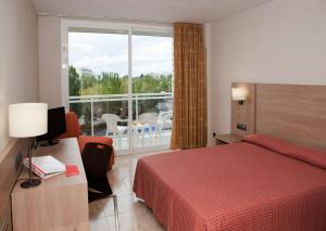 Een bed of bedden in een kamer bij Sol Costa Daurada