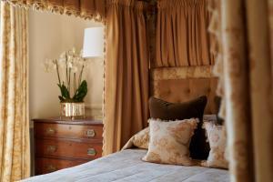 Een bed of bedden in een kamer bij Egerton House