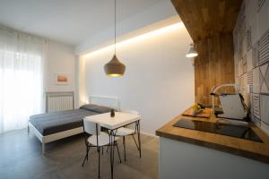 A kitchen or kitchenette at Salsedine Sea View